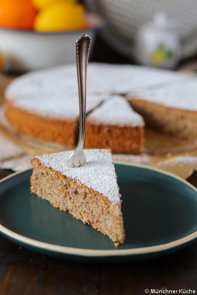 So ein Stück mallorquinischer Mandelkuchen wäre jetzt perfekt. Schön saftig und lecker fruchtig.