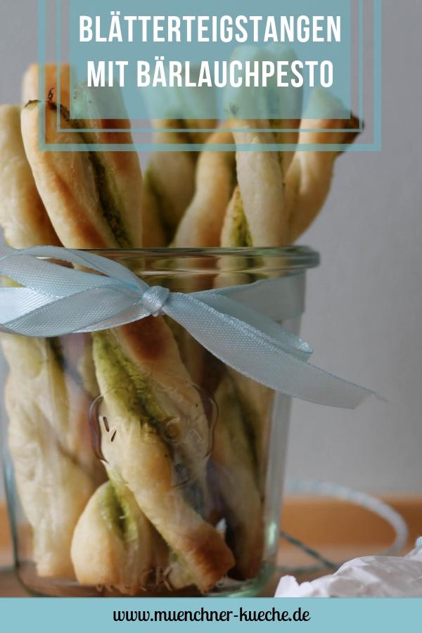 Die Blätterteigstangen mit Bärlauchpesto sind ein wunderbares Fingerfood. | www.muenchner-kueche.de #bärlauch #pesto #blätterteig #blätterteigstange #snack #fingerfood