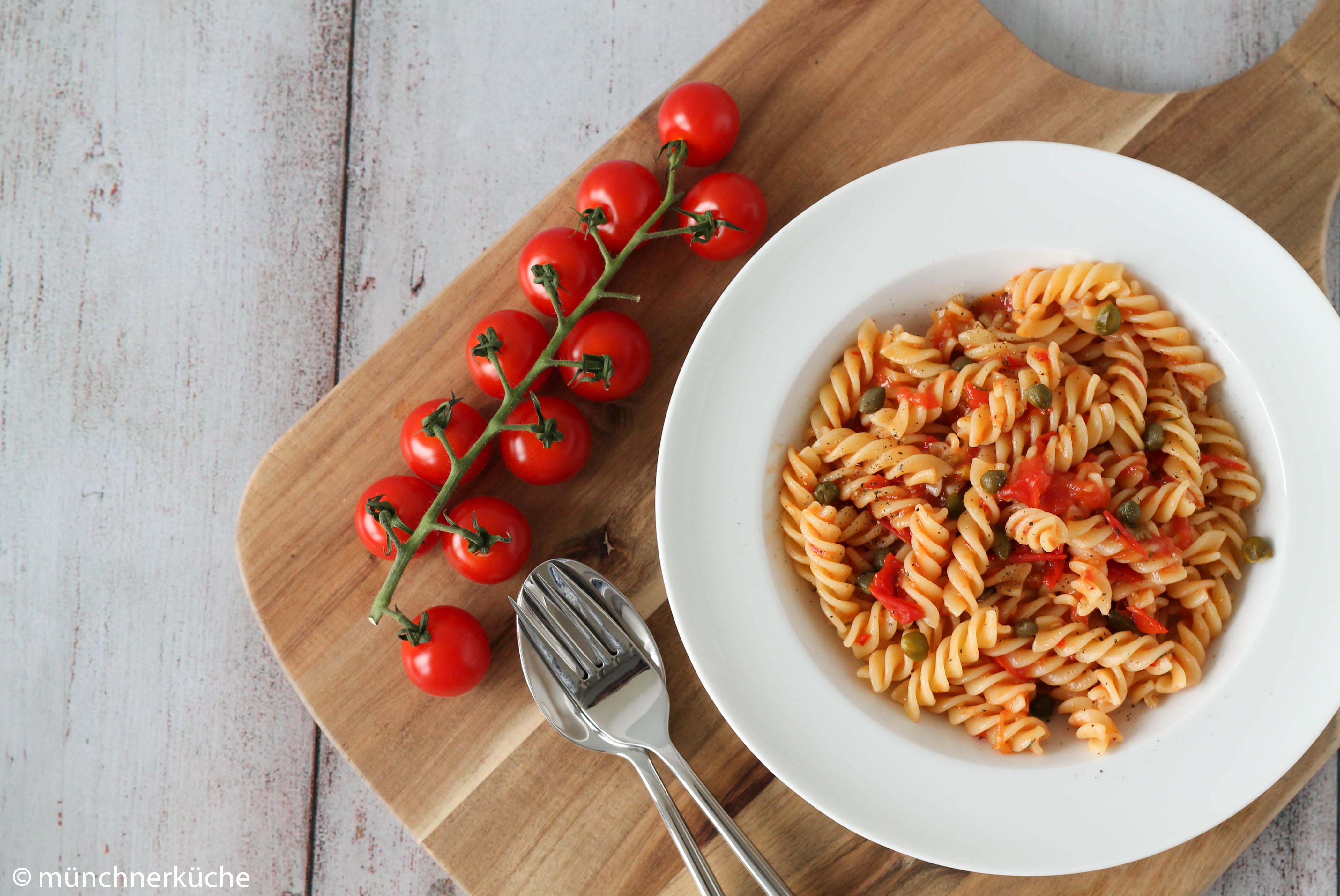 Fussili mit Tomaten und Kapern