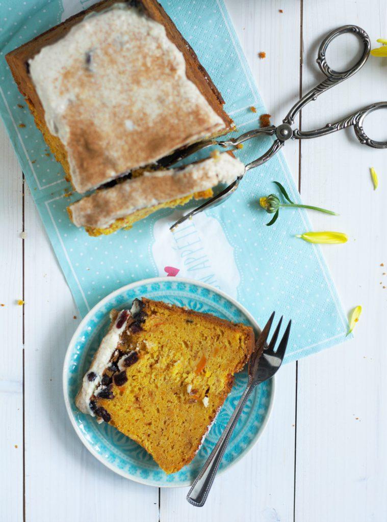 Kürbisrührkuchen mit Frischkäsetopping und Cranberries