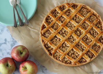 Der Apfelkuchen mit Marzipan kommt mit einem feinen Mürbteig daher.