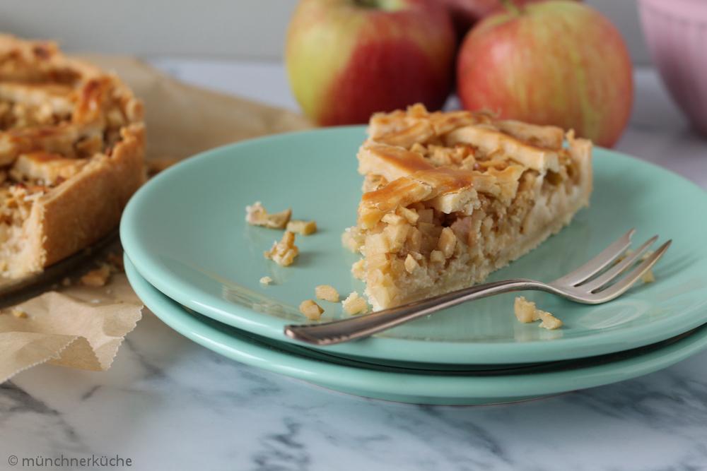 Die Äpfel in diesem Apfelkuchen mit Marzipan sind richtig schön klein geschnitten.