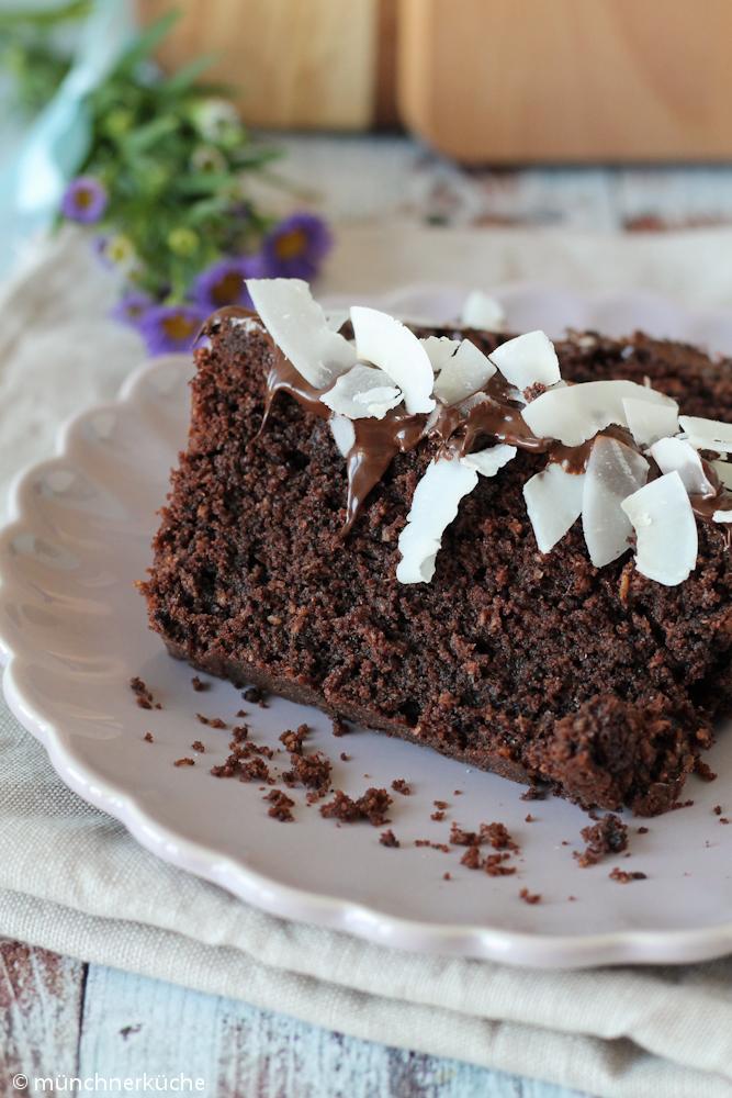 Saftiger Kastenkuchen mit Kokos und Schokolade.