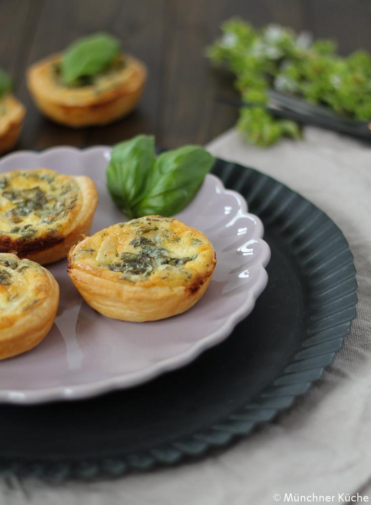 Die Ziegenkäse-Blätterteig-Muffins sind Ratz-Fatz hergestellt.