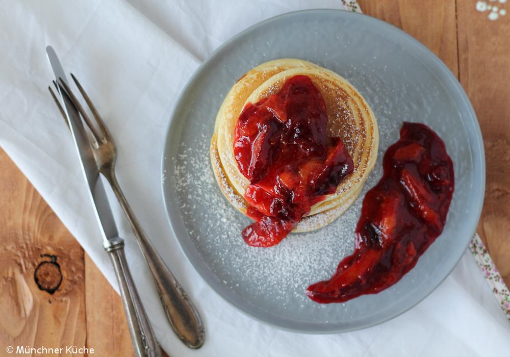 Ein Stapel Pancakes zum Frühstück.