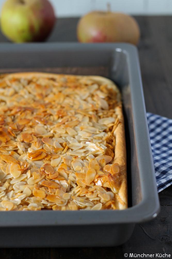 Der wirklich saftigste Apfelkuchen mit goldgelber Mandel-Honig-Haube.