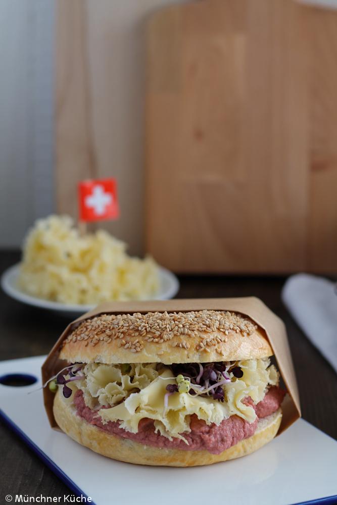 Bagels mit Rote Bete Hummus und Käse - münchner-küche
