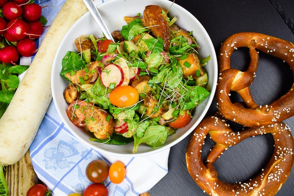 Zum bayrischen Brezensalat kommen Radieschen und Rettich dazu.