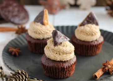 Die Lebkuchen-Cupcakes passen perfekt in die Weihnachtszeit.