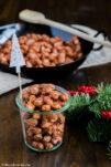 Gebrannte Mandeln werden mit Zimt und gemahlenem Sternanis gewürzt und sind perfekt zum verschenken.