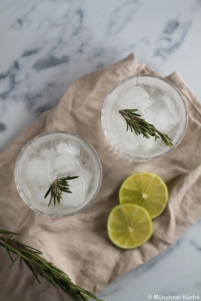 Da tausche ich den Gin Tonic auch gerne mal gegen einen Gin mit Rosmarinsirup aus.
