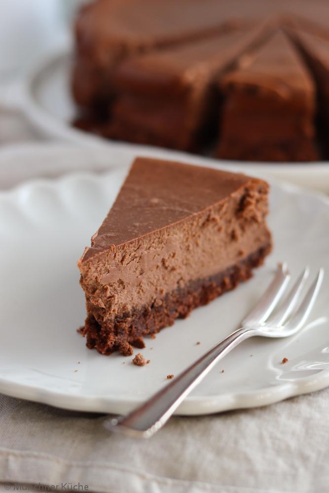 Der Schokoladen-Käsekuchen überzeugt auch jeden Nicht-Käsekuchen-Fan. Ich spreche da aus eigener Erfahrung.