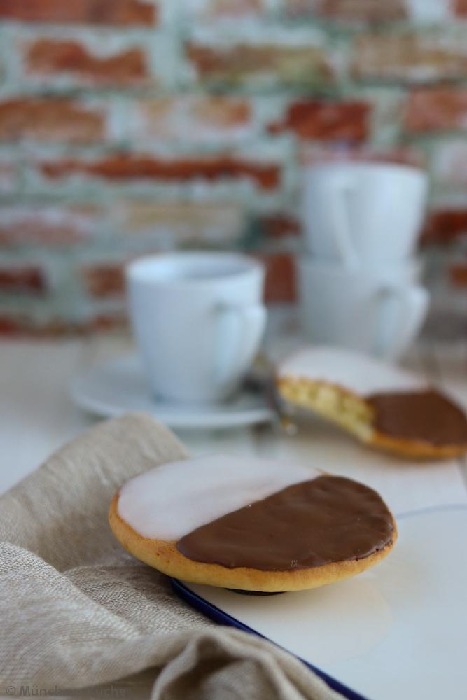 Amerikaner Mit Zuckerguss Und Schokolade Munchner Kuche
