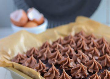 Diese Brownies mit Roter Bete schmecken einfach nur köstlich und sind schön saftig. Das Gemüse schmeckt man gar nicht raus.