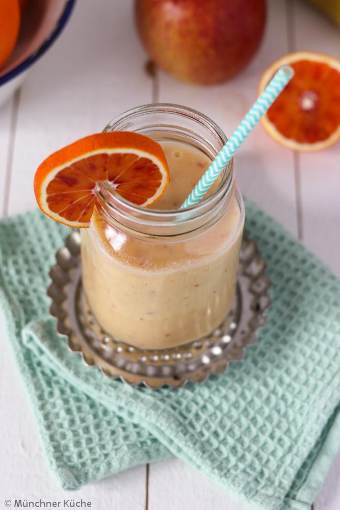 Der perfekte Frühstücksersatz: Orangen-Bananen-Apfel-Smoothie. Die volle Power an Vitaminen.
