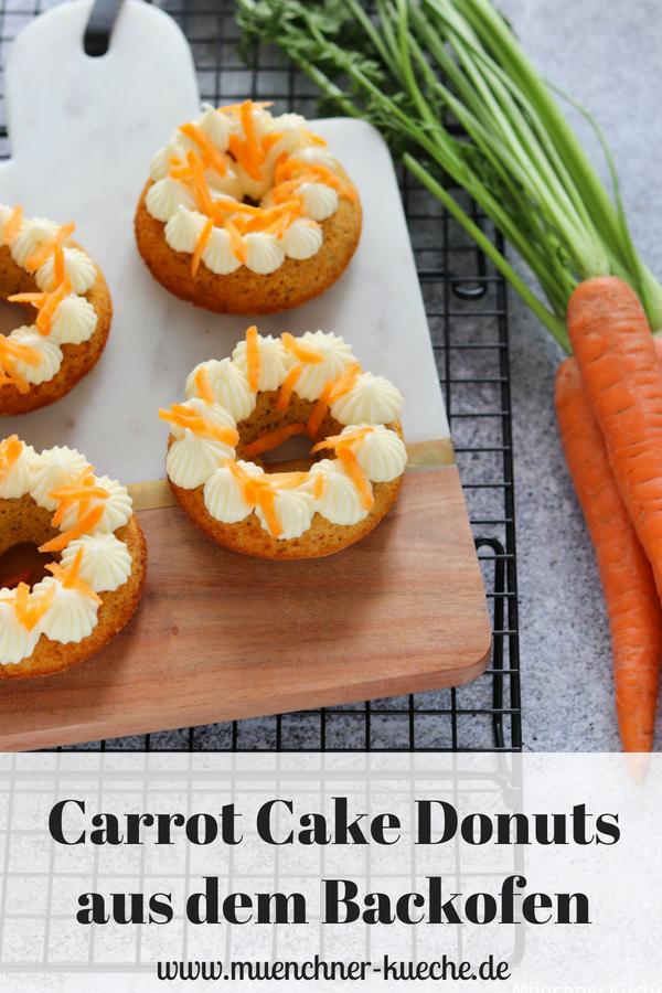 Die Carrot Cake Donuts aus dem Backofen sind mit ihrem hübschen Frischkäsefrosting ein echter Hingucker. | www.muenchner-kueche.de #karottenkuchen #carrotcake #frischkäsefrosting #donuts #doughnats #backofen