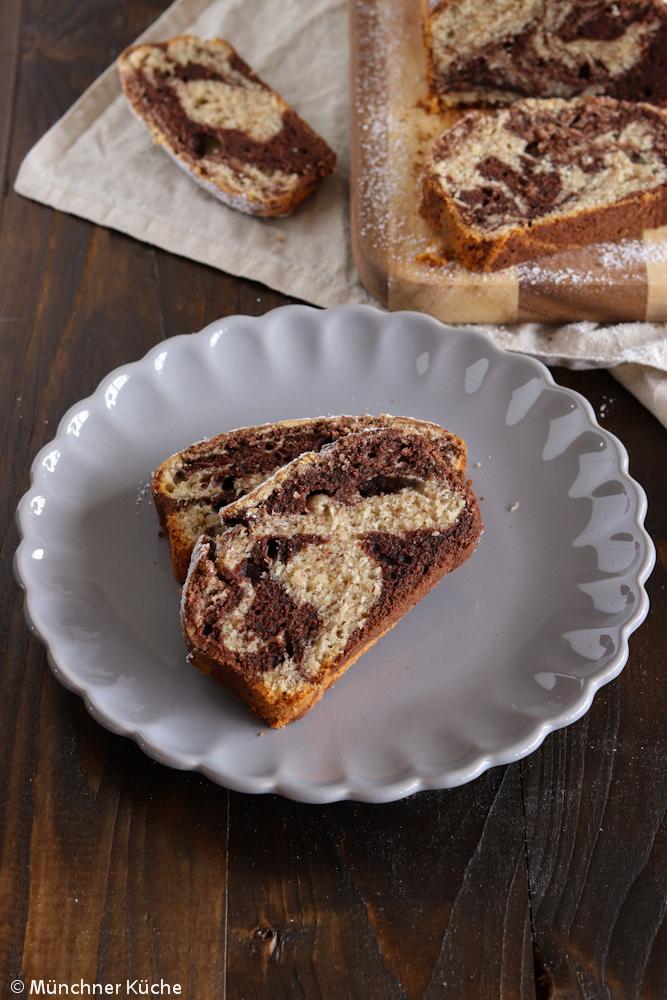 Saftiger und schneller Schokoladen-Nuss-Kuchen aus der Kastenform.