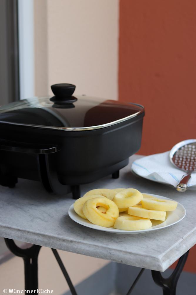Der Ermer Haushaltswaren Elektrobräte ist perfekt um die Apfelküchle zu frittieren.