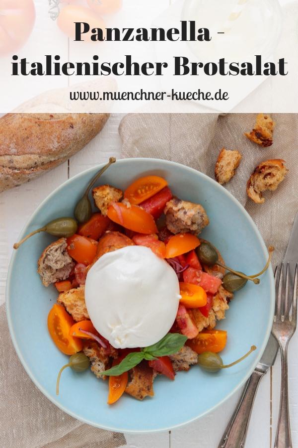 Aus wenigen Zutaten ist der Panzanella, ein italienischer Brotsalat, schnell zusammengemischt. | www.muenchner-kueche.de #panzanella #brotsalat #tomaten #italien #salat #burrata