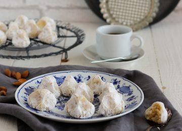 Die Pasta di Mandorle sind auf Sizilien eine bekannte Süßigkeit. Das gebäck schmeckt nach Marzipan.