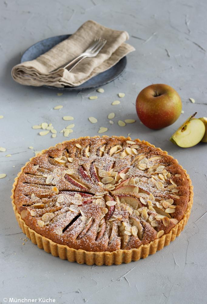 Saftiger Apfel-Mandelkuchen in Tarteform.