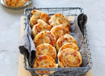 Feiner Snack: Flammkuchen-Blätterteig-Schnecken