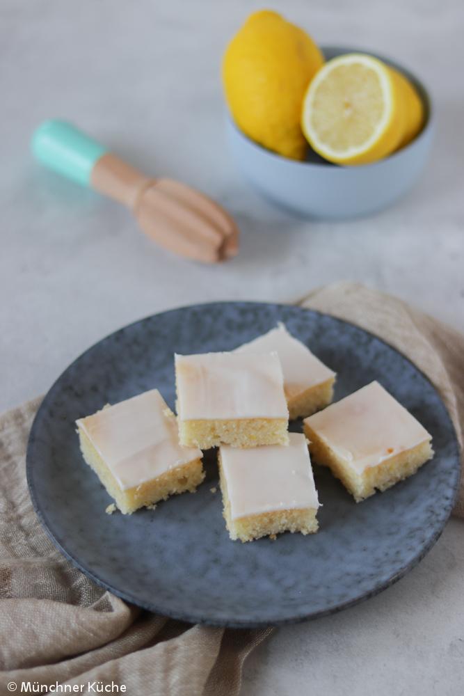 Saftiger Zitronen-Blechkuchen.