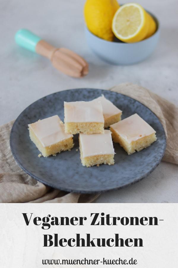 Saftiger veganer Zitronen-Blechkuchen. Schnell gebacken und hält sich lange frisch. | www.muenchner-kueche.de #blechkuchen #zitronen #rührkuchen #vegan