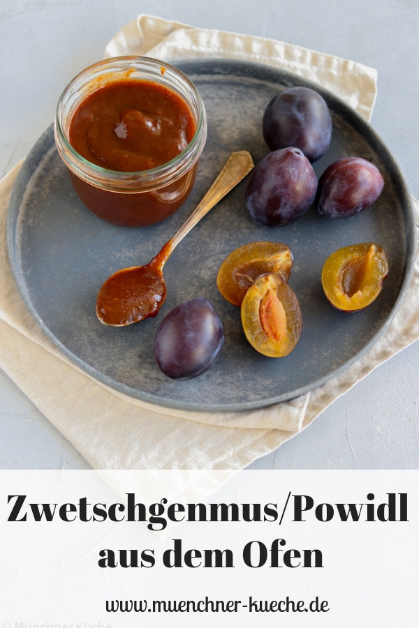 Powidl oder auch Zwetschgenmus ist nicht nur ein leckerer Aufstrich sondern auch die perfekte Füllung für Germknödel. | www.muenchner-kueche.de #powidl #zwetschgenmus #zwetschgen #aufstrich