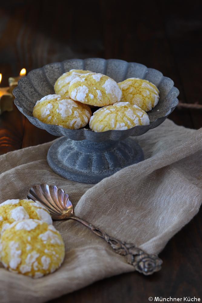 Farbenfrohe Zitronenplätzchen zur Weihnachtszeit.