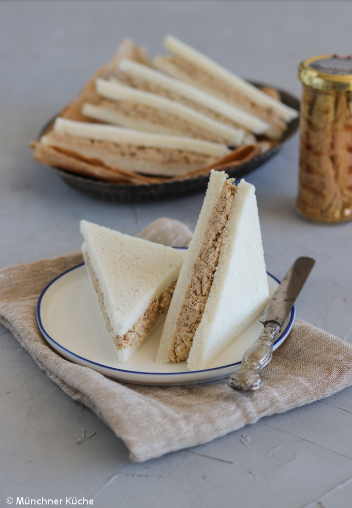 Tramezzini, das italienische Sandwich, mit Thunfischcreme.