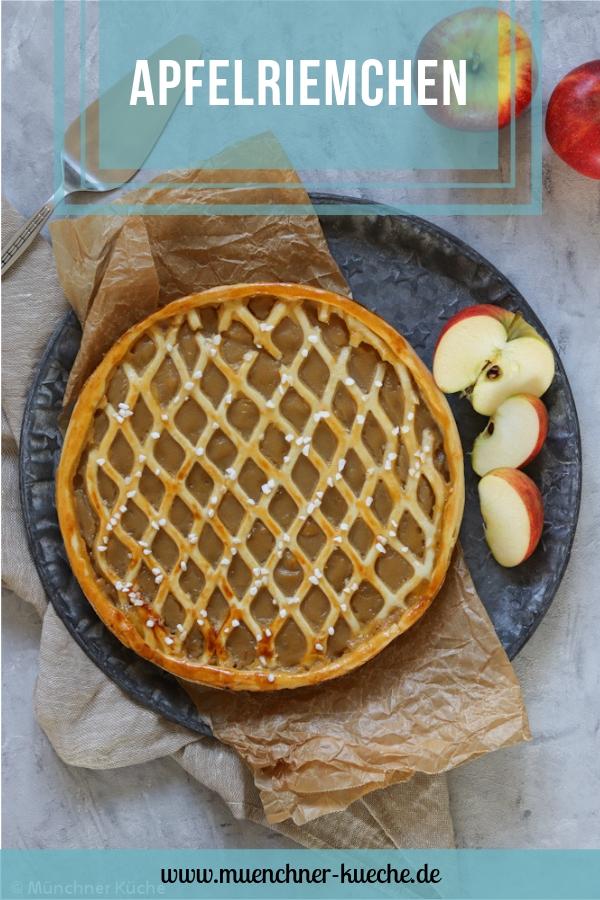Rheinischer Apfelkuchen, auch Apfelriemchen genannt. | www.muenchner-kueche.de #apfelkuchen #riemchen #apfelriemchen #apfelmus #hefeteig