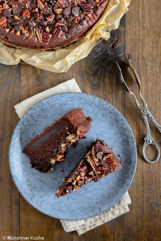 Durch die Zucchini wird der Schokoladen-Zucchini-Kuchen besonders feucht.