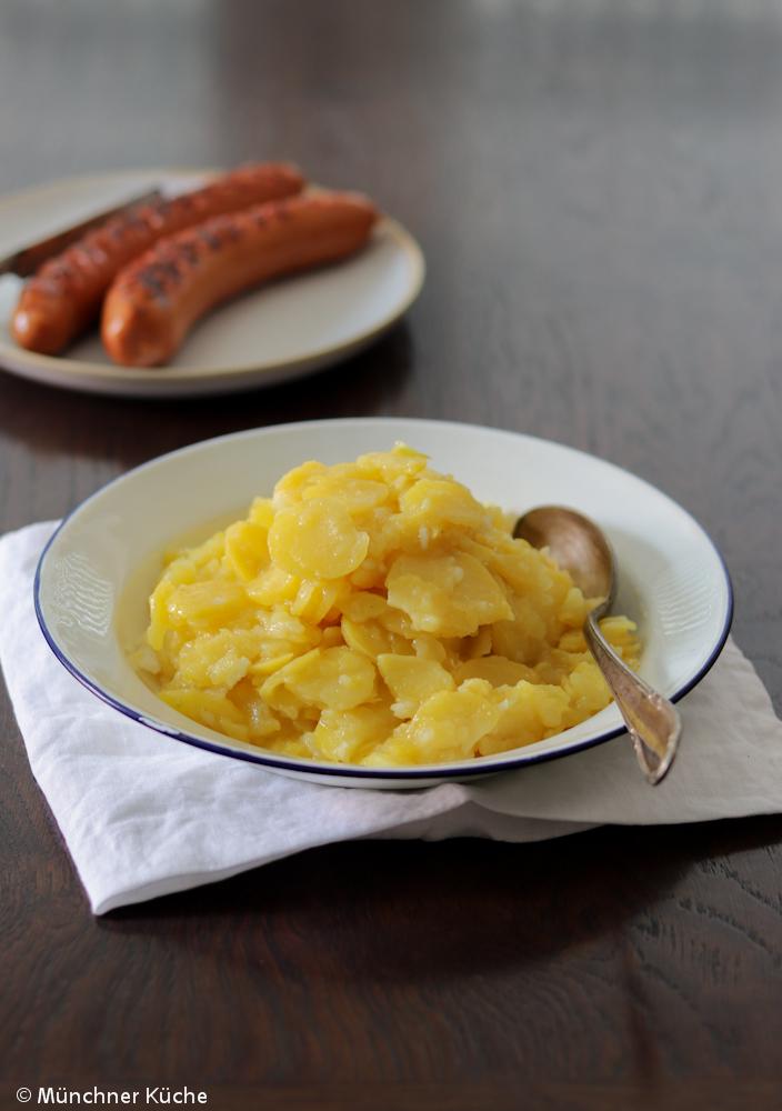 Schwäbischer Kartoffelsalat mit Brühe.