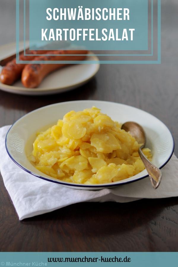 Schwäbischer Kartoffelsalat mit Brühe. | www.muenchner-kueche.de #kartoffelsalat #brühe #schwäbisch #grillen #beilage