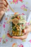 Kichererbsensalat mit Gurke, Tomate, frischer Petersilie und Minze.