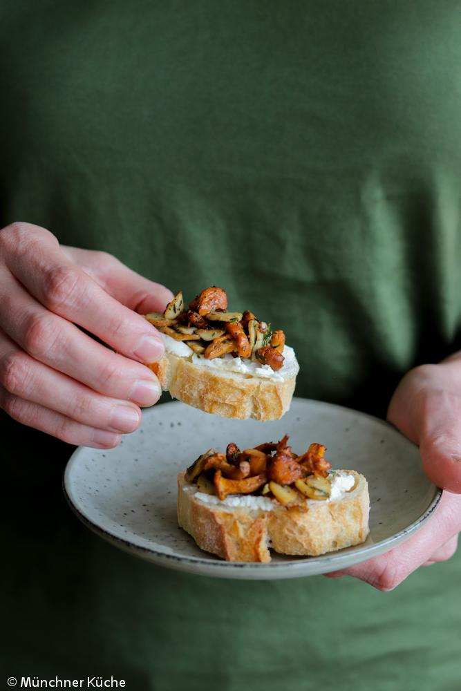 Fingerfood im Herbst: Bruschetta mit Pilzen.