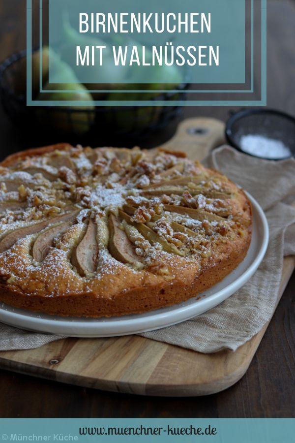 Herbstlicher Birnenkuchen mit gehackten Walnüssen. | www.muenchner-kueche.de #herbst #kuchen #birne #birnenkuchen #nüsse #walnüsse #kaffeezeit #rührkuchen #einfacherezepte