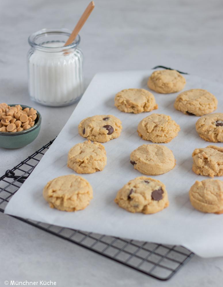 Die Peanut Butter Cookies lassen sich gut aufheben. Kekse mit Erdnussbutter.