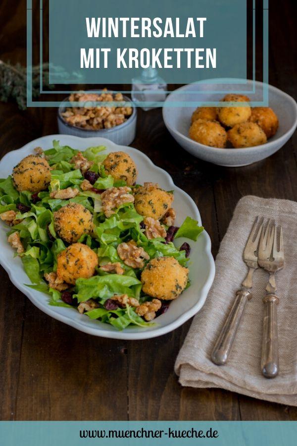 Salat mit karamellisierten Walnüssen, Cranberries und selbst gemachten Kroketten. | www.muenchner-kueche.de #kroketten #salat #endiviensalat #cranberries #walnüsse #karamellisiert #wintersalat #thymian #burgis #münchnerküche