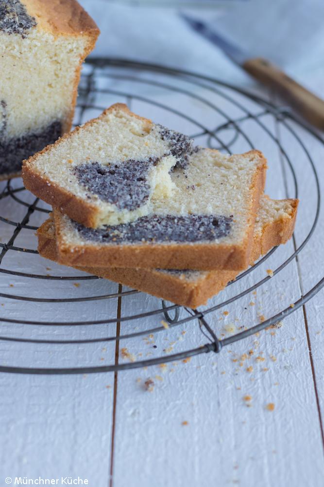 Saftiger Mohnkuchen in der Kastenform.