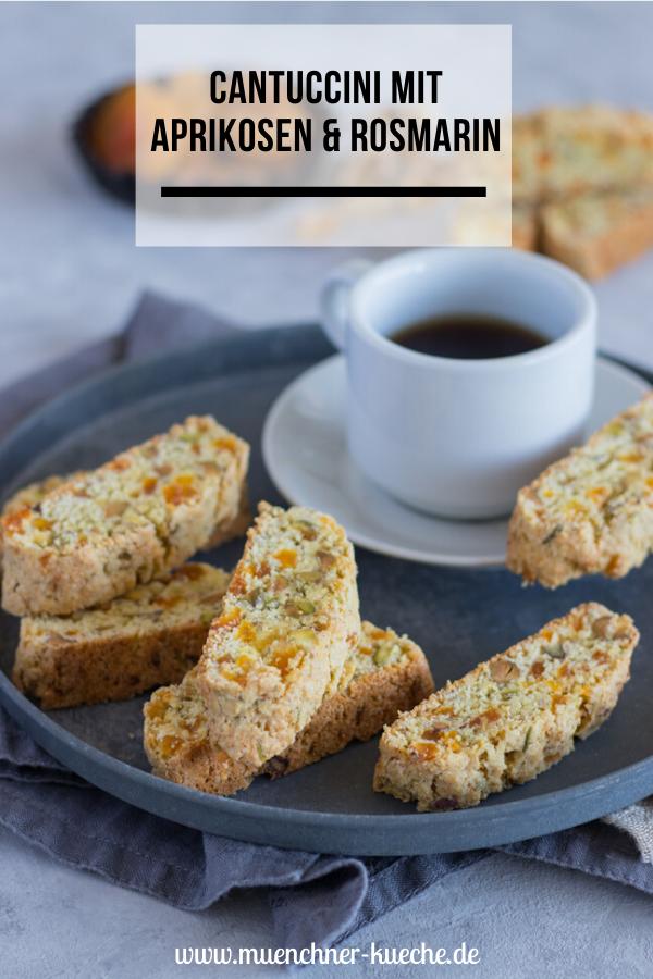 Bestes Gebäck zum Kaffee: Cantuccini mit Aprikosen, Pistazien & Rosmarin | www.muenchner-kueche.de #cantuccini #biscotti #kekse #aprikosen #pistazien #rosmarin #gebäck #münchnerküche