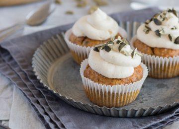 Feine Karotten-Kardamom-Cupcakes. Passend zur Osterzeit.