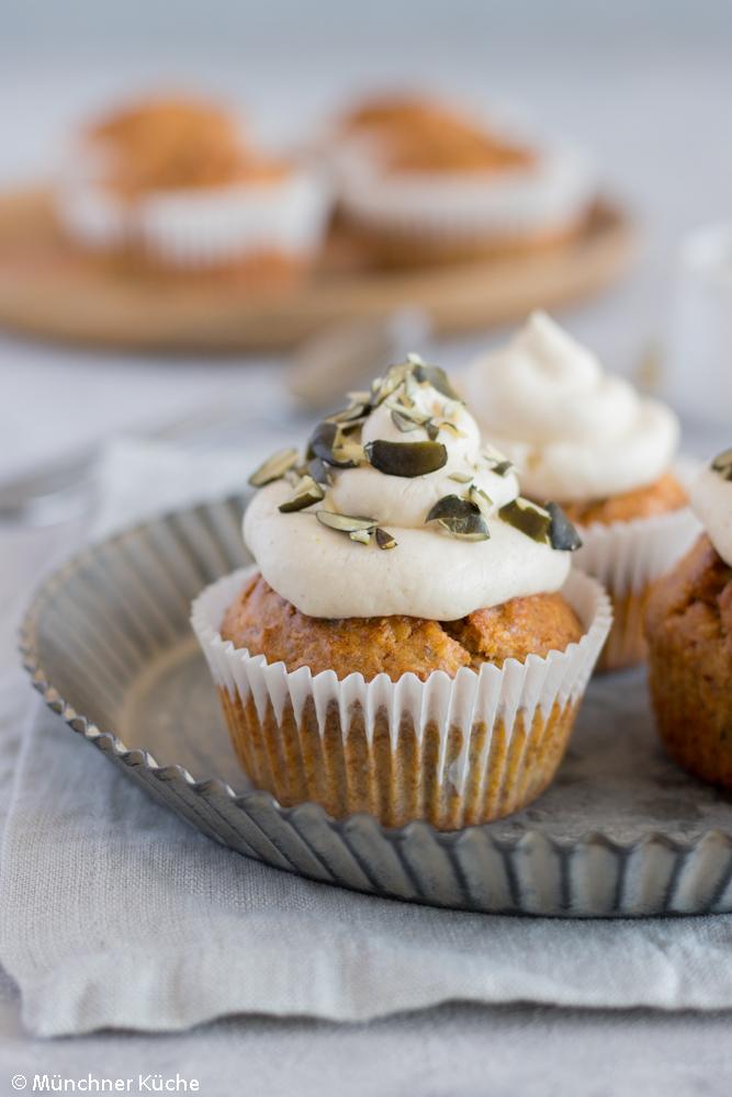 Gesunde Karotten-Kardamom-Cupcakes ohne raffinierten Zucker.