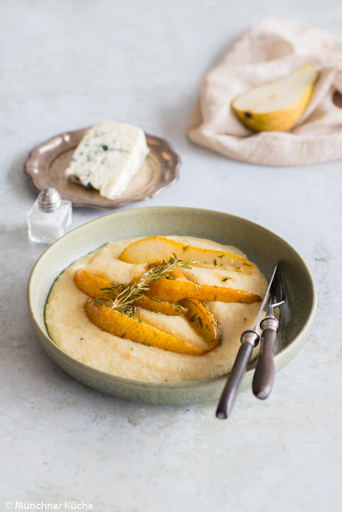Polenta mit Birnen und Roquefort