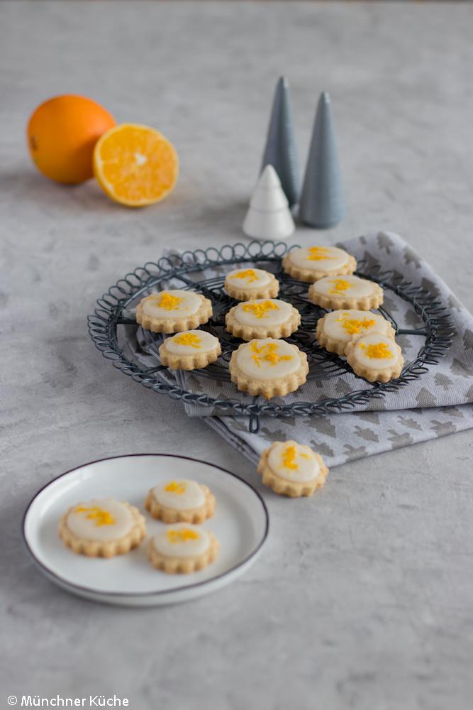 Feine Orangen-Kardamom-Plätzchen mit Zuckerguss.