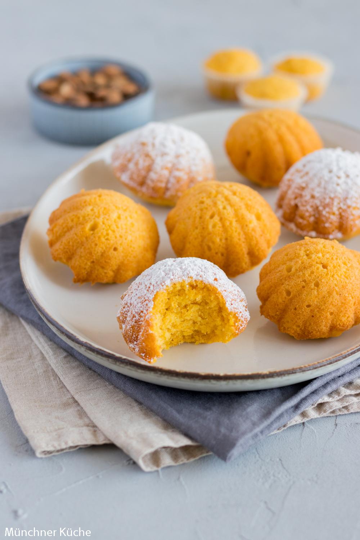 Saftiger Karottenkuchen mit Mandeln. Der perfekte Osterkuchen.